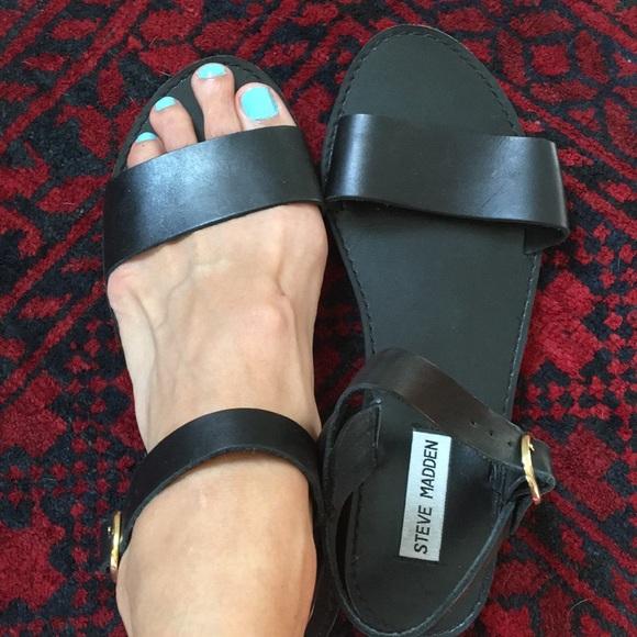da5b69b4a52 Steve Madden black flat sandals Donddi lk new 7.5.  M 5b8b14961537959e113ca9bd